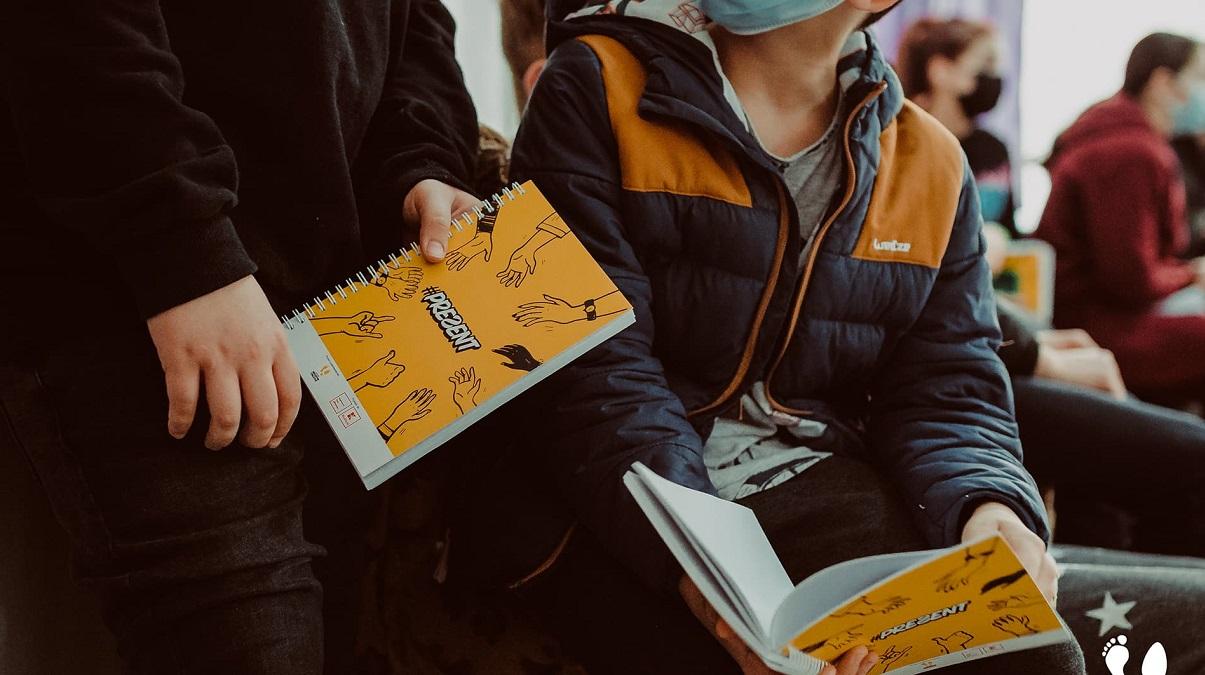 Proiectul educațional #PREƧENT continuă: cursuri de educație alternativă pentru copiii din centrele sociale din Iași