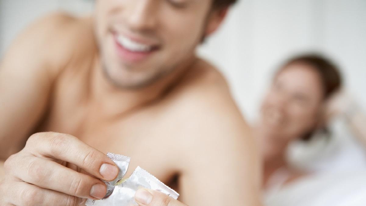 Tinerii din Romania si sexul:  se tem de riscuri si folosesc contraceptia de la prima experienta