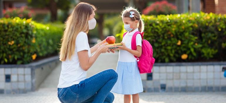 Studiu: Peste jumatate dintre parinti isi doresc ca elevii sa se intoarca fizic la scoala