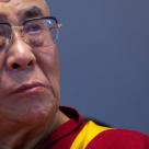 Toti avem nevoie ca cineva sa aiba nevoie de noi… Dalai Lama ne dezvaluie DE CE suntem atat de nefericiti astazi!
