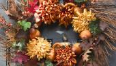 Coroniță de toamnă cu pere, frunze uscate și cârciumarese