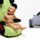Bebe in masina
