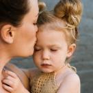 Familia monoparentală v.s. societate: 'Doamnă, nu înțelegeți că nu există familii cu un singur adult?'