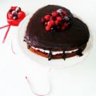 Tort inima cu fructe, frisca si ciocolata
