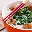 Gateste chinezeste: Supa de taitei cu chiftele si spanac