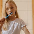 Spalatul pe dinti la copii – provocari si solutii