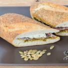 Mic dejun cu ingrediente alese: Sandwich cu sos pesto si germeni de praz