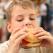 Descoperire socanta. Ce contineau burgerii vanduti in mai multe magazine, prezente si in Romania