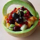 Salata de fructe in cosulet de pepene galben