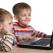 Cate ore petrec copiii nostri pe Internet?