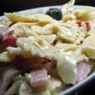 Salata de paste cu maioneza,sunca,ardei si praz