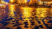 Ploaie nocturna pe strazile orasului Sankt Petersburg