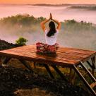 5 poziții de YOGA odihnitoare care VINDECĂ ANXIETATEA