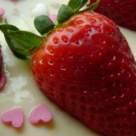 Desertul de duminica: Tort cu crema de branza si capsuni