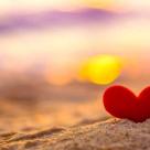 Azi, iubirea lor e un semnal de alarma ca e o linie atat de subtire intre a esua si a castiga in viata...