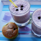 Bautura delicioasa de vara: Milkshake cu afine si capsuni