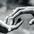 Relațiile înseamnă supraviețuire - Cum explică TEORIA ATAȘAMENTULUI iubirea și de ce este importantă