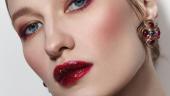 Wet lips si codite bine definite si trasate in aceeasi nuanta de rosu burgundy