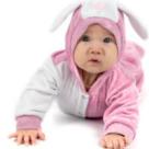Un bebelus creeaza imagini din filme celebre