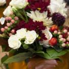 Dovleci sculptati si flori delicate in colectia pentru Halloween de la Floria.ro si Floria In Strada