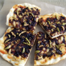 Pizza de post cu ceapa caramelizata