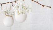 Cosulete cu flori agatate de crengi decorative