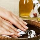 4 moduri în care îți poți menține unghiile puternice și sănătoase