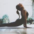Studiu: De ce practica romanii yoga?