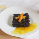 Prajitura de ciocolata cu quinoa si sos de portocale