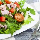 De preparat rapid: Salata de ton si legume de vara