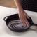 Trucuri in bucatarie: Cum sa cureti o tigaie in 10 secunde