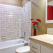 6 trucuri pentru a beneficia de un spațiu mai mare într-o baie de mici dimensiuni