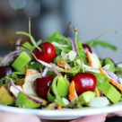 Salata cu pui afumat si cirese