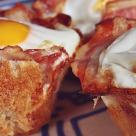 Mic dejunul campionilor: Muffins de oua si bacon