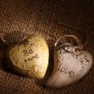 Cine ne aduce dragostea? Mesagerii-totem ai iubirii