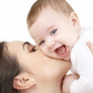 Atingerile, prima forma de comunicare intre mama si bebelus