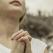 Rugăciunea din inimă: Ce semnificație are \'îmbrățișarea degetelor\' atunci când ne rugăm?
