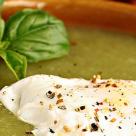Supa-crema de sparanghel cu oua ochiuri romanesti