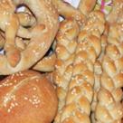 Covrigi cu susan si paine de casa