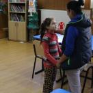 Mamele fara scoala isi trimit copiii la scoala. Despre implicatiile analfabetismului in Romania