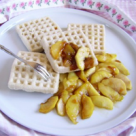 Gofre la microunde cu mere caramelizate