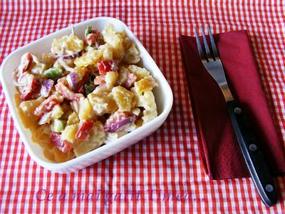 Salata de cartofi si legume cu maioneza