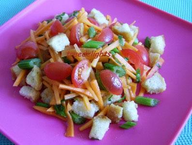 Salata de morcov cu rosii cherry si crutoane