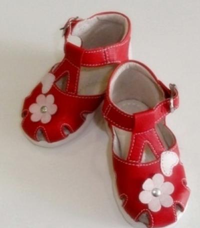 Sandale rosii pentru fetite