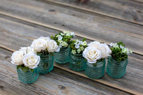 Ghivece mici cu flori sau mirodenii