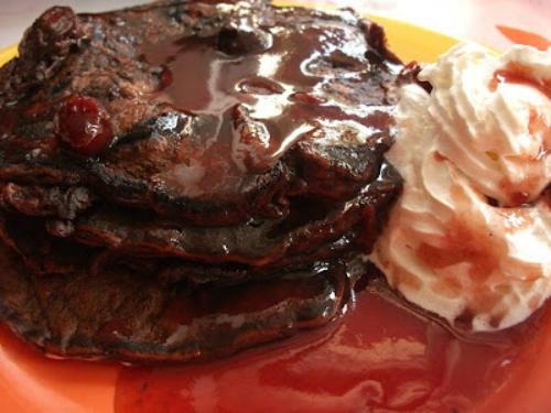 Clatite americane cu cacao si fulgi de ciocolata