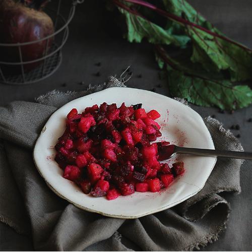 Salata cu sfecla rosie vinaigrette