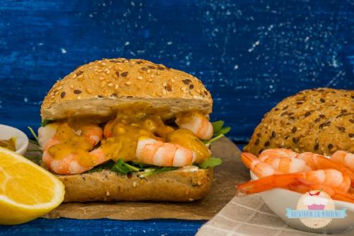 Sandwich cu creveti si sos de mustar