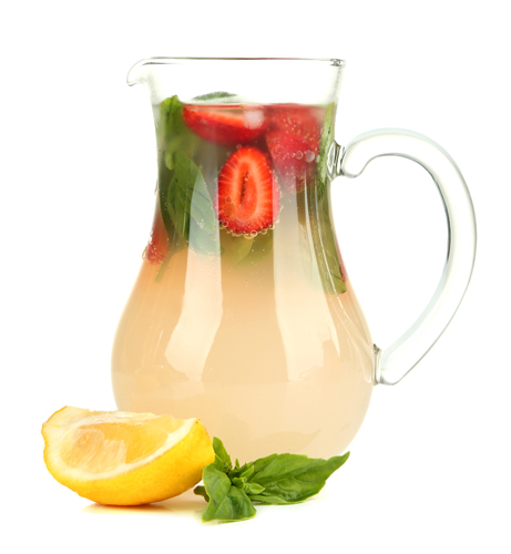 Apa cu capsuni, o bautura relaxanta