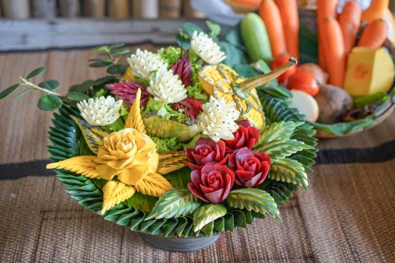 Arta decorativa thailandeza din legume si fructe